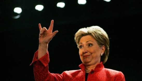 hillary-clinton-throws-horns-900x515